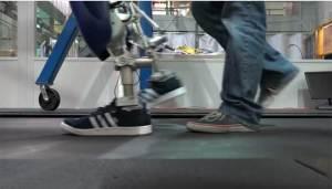 تطوير روبوت جديد يسير كالإنسان