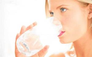 قلة الماء في الجسم تؤدي لزيادة الوزن