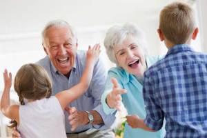 لهذه الأسباب تكون العلاقة بين الأجداد والأحفاد وطيدة