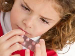 لكل الأمهات.. نصائح بسيطة تحمي طفلك من التسمم بالأدوية