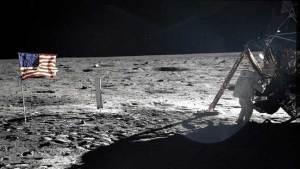 واشنطن توافق على أول رحلة خاصة إلى القمر