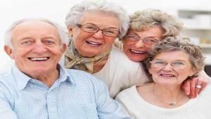 علماء: كلما تقدم الانسان في السن شعر بسعادة أكبر