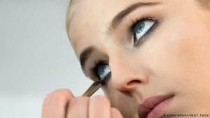 للنساء فقط.. أخطاء شائعة في التجميل تجعلك تبدين أكبر سنا