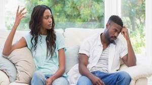 ثلاثة أخطاء كبرى تدفع الأزواج للطلاق