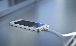 أخطاء الشحن تدمر بطارية الهواتف الذكية