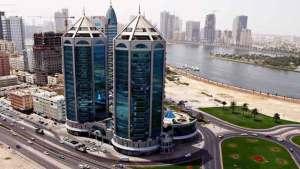 الإمارات تكرم سائقا باكستانيا لأمانته النادرة
