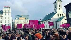 نساء أيسلندا يطالبن بمساواتهن مع الرجال في الأجور