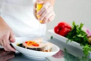 اثنا عشر نوعاً من الأطعمة لتعزيز المناعة ضد تقلبات الطقس