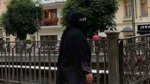 صدمة في لندن بعد نزع حجاب امرأة بالقوة