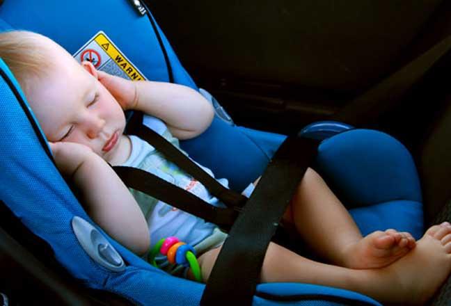 احذري من نوم رضيعك على الكرسي الخلفي بالسيارة يعرضه للوفاة