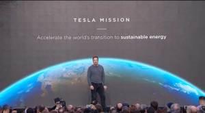 أحدث ابتكارات الرجل الحديدي.. أسطح منازل مجهزة للطاقة الشمسية