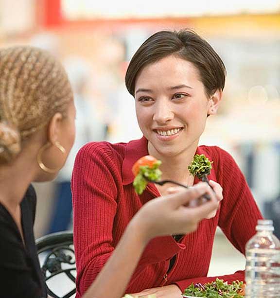هل الأكل بين الوجبات مفيداً أم ضاراً؟