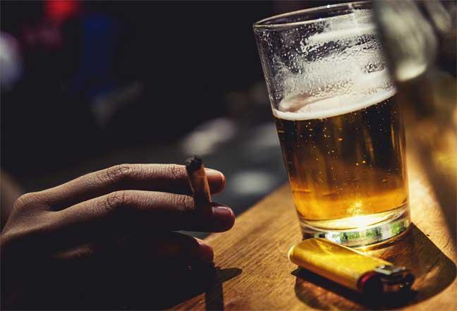 الكحول والتدخين من أهم مسببات سرطان الفم