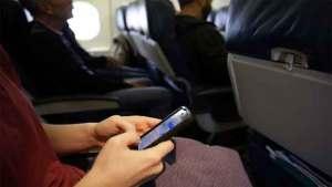 ماذا يحصل إذا لم نقفل هواتفنا على متن الطائرة؟