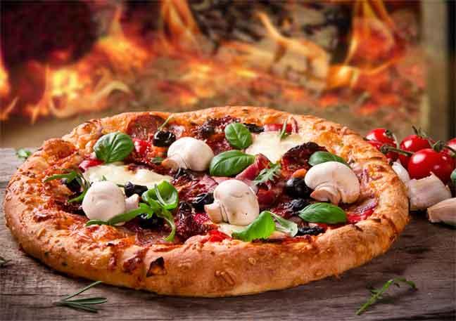 دراسة : البيتزا والفطائر تسرّع في تقدم السن