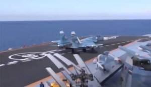 """فيديو يوضح سقوط """"سو-33"""" من متن حاملة الطائرات """"الأميرال كوزنيتسوف"""""""