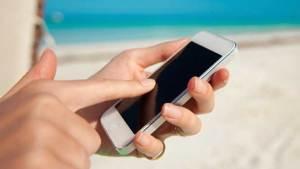 شاحن المستقبل سيشحن الهاتف بحركة الإصبع