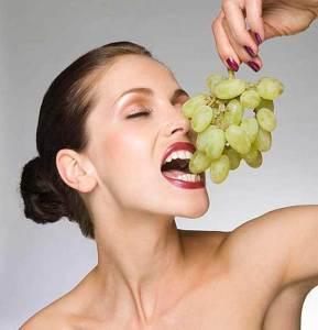العنب يعالج أمراض النقرس والروماتيزم