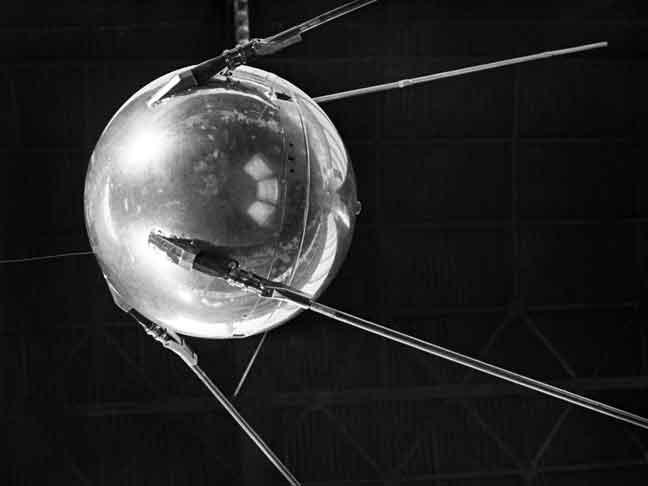 أول قمر صناعي سوفيتي
