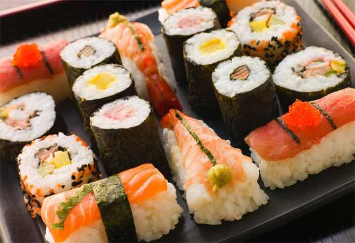 السوشي يحتوي على ميكروبيدات بلاستيكية ضارة