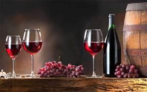كأس من النبيذ قبل النوم يمكن أن يحل محل الحمية لدى النساء