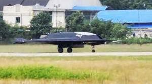 الصين تكشف عن درون مقاتلة قادرة على حمل 2 طن من القنابل