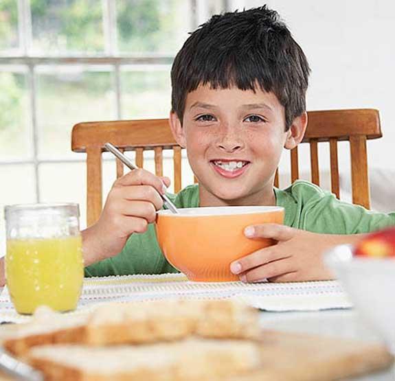 وجبة الفطور ضرورية للحفاظ على صحة الطفل