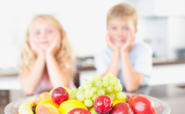 تناول الخضار والفواكه يزيد من سعادة الإنسان