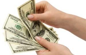 امرأة كولومبية تبتلع 9 آلاف دولار بسبب خلاف مع زوجها