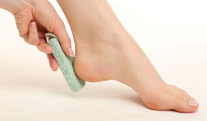 وصفات طبيعية لتقشير القدمين