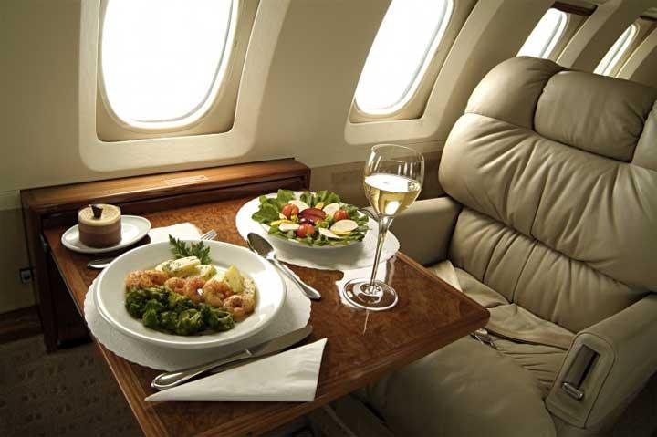 مسافر يحصل على 300 وجبة طعام مجانية بهذه الحيلة الذكية