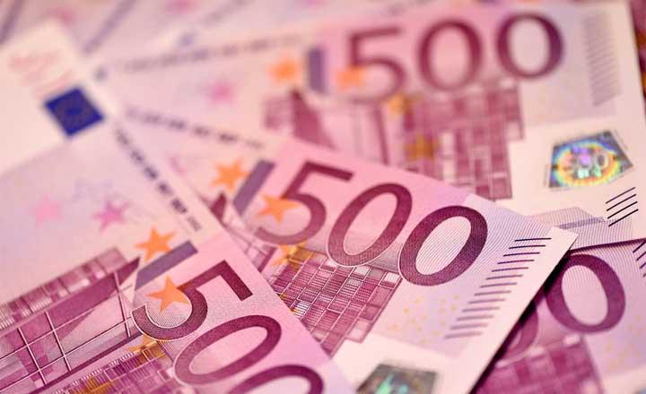 عملات ورقية تسد مراحيض بنك ومطاعم في جنيف