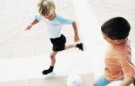 ثلاثة أمور قومي بها لحماية طفلك من الإصابات أثناء ممارسة الرياضة وفي المدرسة