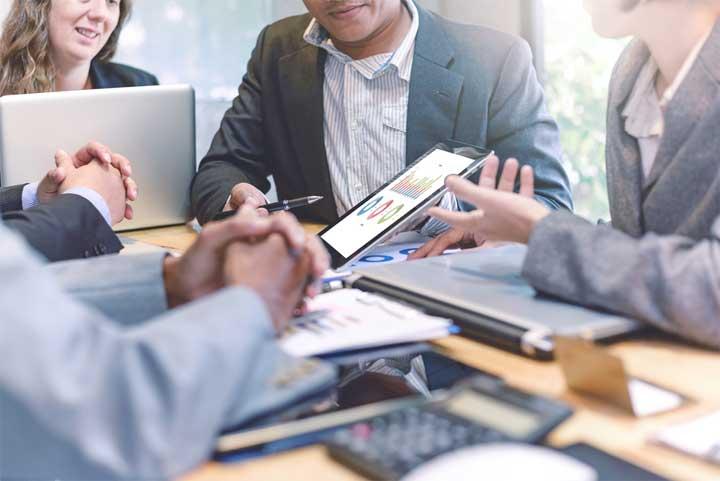 عشرة أدوات قادرة على تقوية فريق المبيعات في شركتك