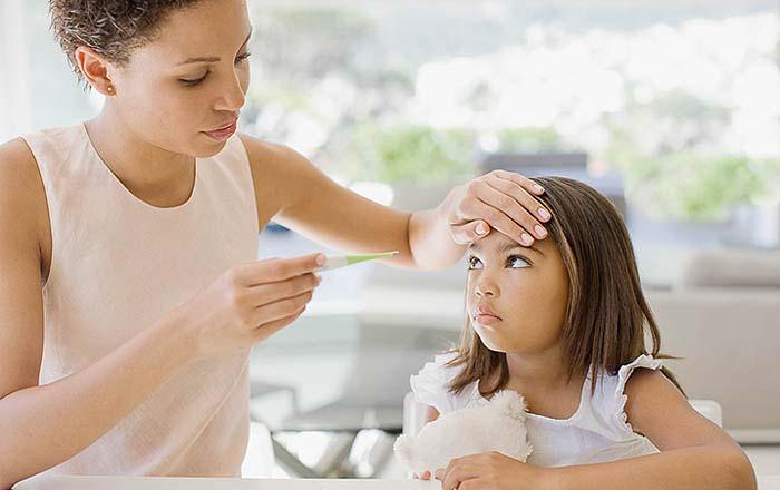 خمسة أمور يطلب منك طبيب أطفالك أن تتوقفي عن القيام بها على الفور