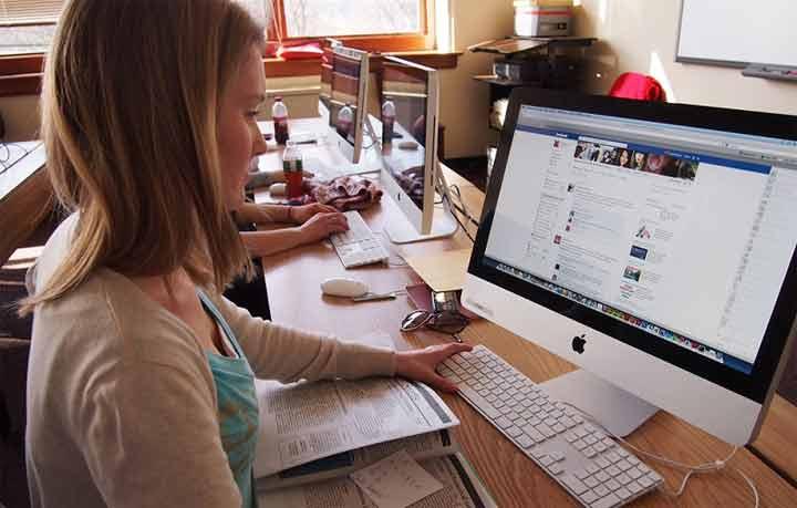 ما علاقة فيسبوك بمستوى الكورتيزول في الجسم؟