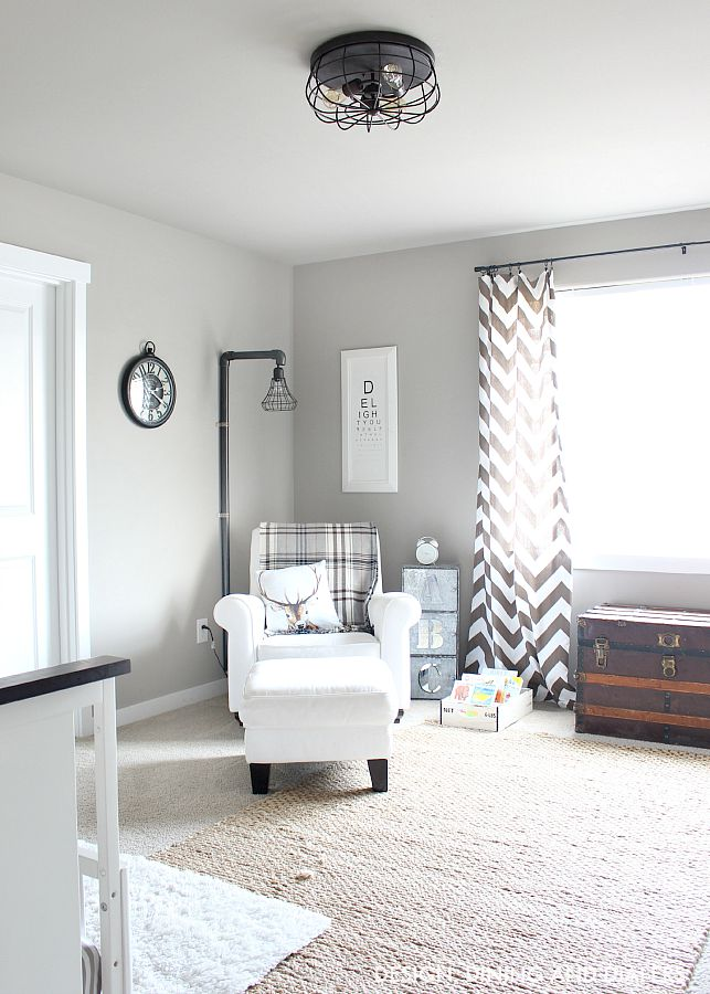Black and Navy Boy Room Decor Ideas with Vintage Accessories