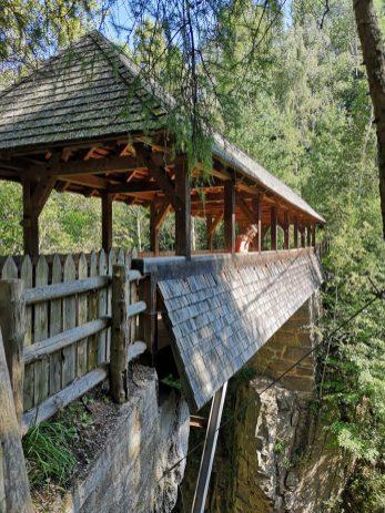 Petit pont sur la balade menant aux piramidi di terra