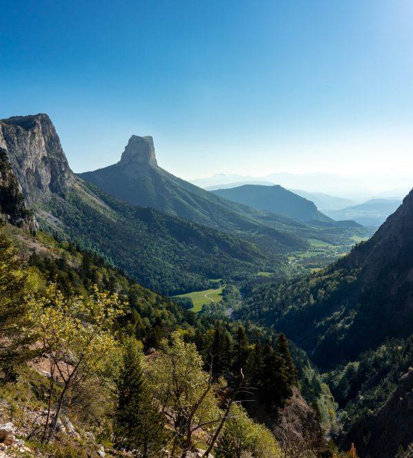 Magnifique vue sur le Mont Aiguille pendant la montée vers le Pas de l'Aiguille