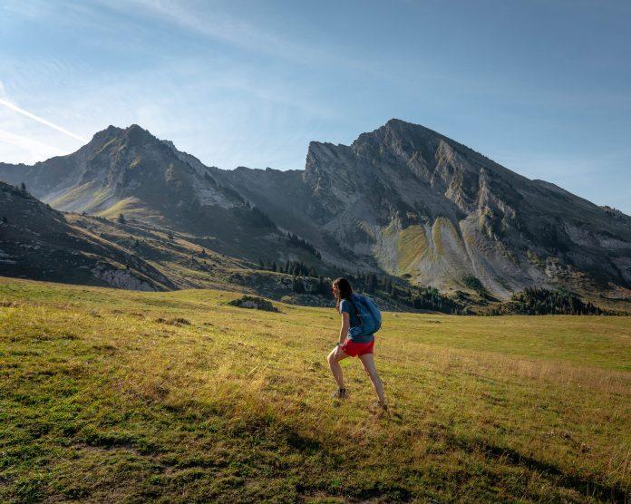 On attaque la montée du Mont Charvin