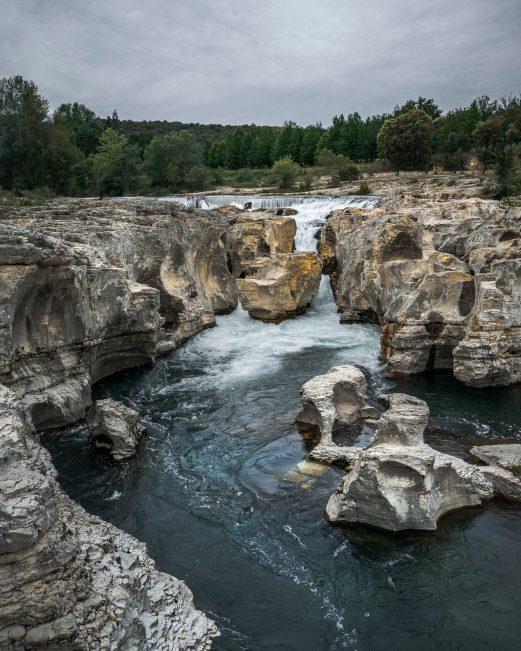 Les tourbillons des cascades du Sautadet à la Roque sur Cèze