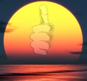 Um pôr-do-sol com o logo do polegar