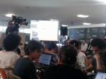 Foto de pessoas programando no Hackathon