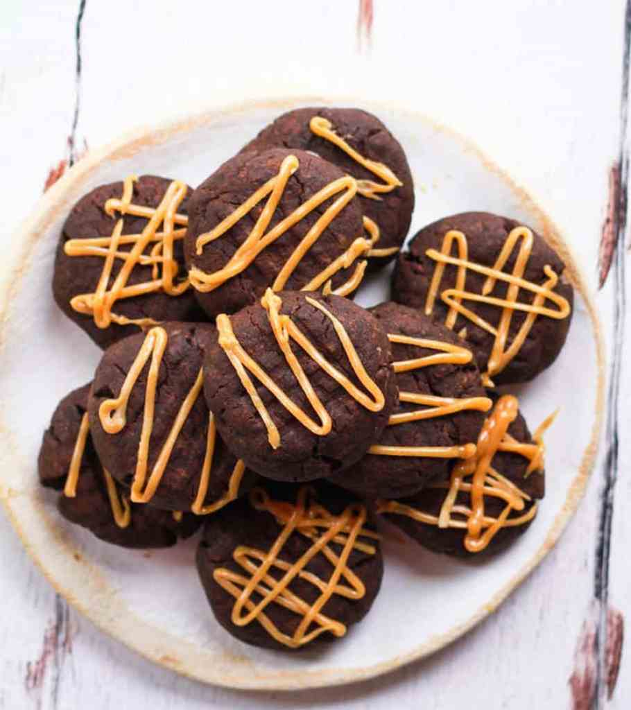 Vegan Chocolate Peanut Butter Cookies | Easy baking