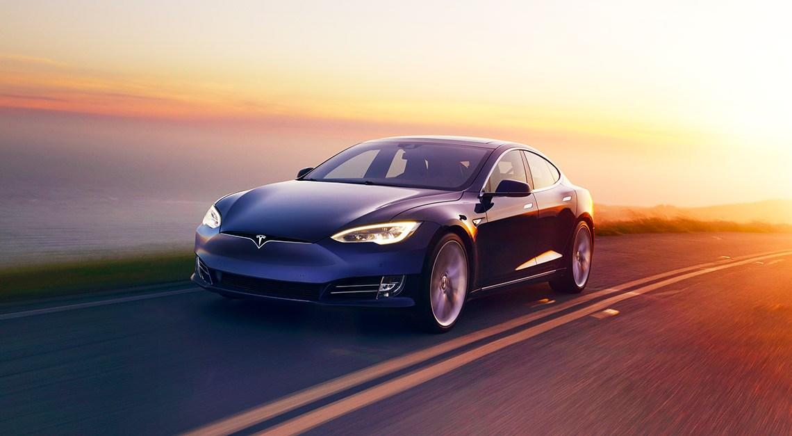 Tesla vient de faire breveter une nouvelle technologie permettant d'automatiser les clignotants.