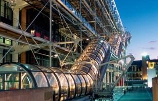 Escalator-exterieur-Centre-Georges-Pompidou-nuit-630x405-C-OTCP-Fabian-Charaffi-Renzo-Piano-Richard-Rogers-I-116-49_block_media_big