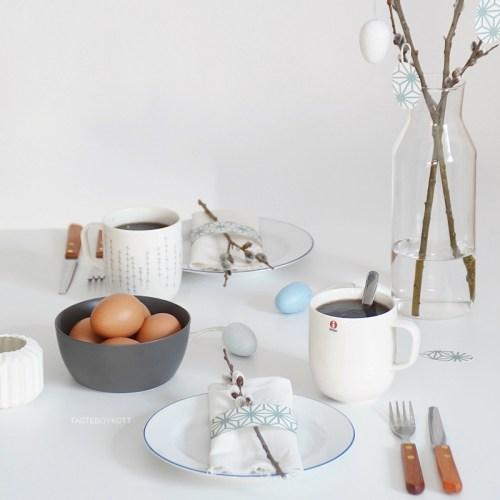 Tischdeko-Ideen für Ostern in blau-weiß. Tasteboykott.