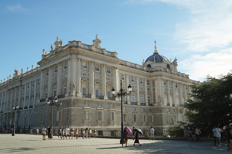 Unterwegs in Madrid: Königspalast. Tasteboykott.
