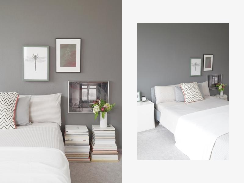 Skandinavisch monochromes Schlafzimmer mit dunkelgrauer Wandfarbe, Kunst als Wanddeko, weißem Sideboard modern und schlicht einrichten. Wohnideen Deko Wohninspiration Tasteboykott Wohnblog.