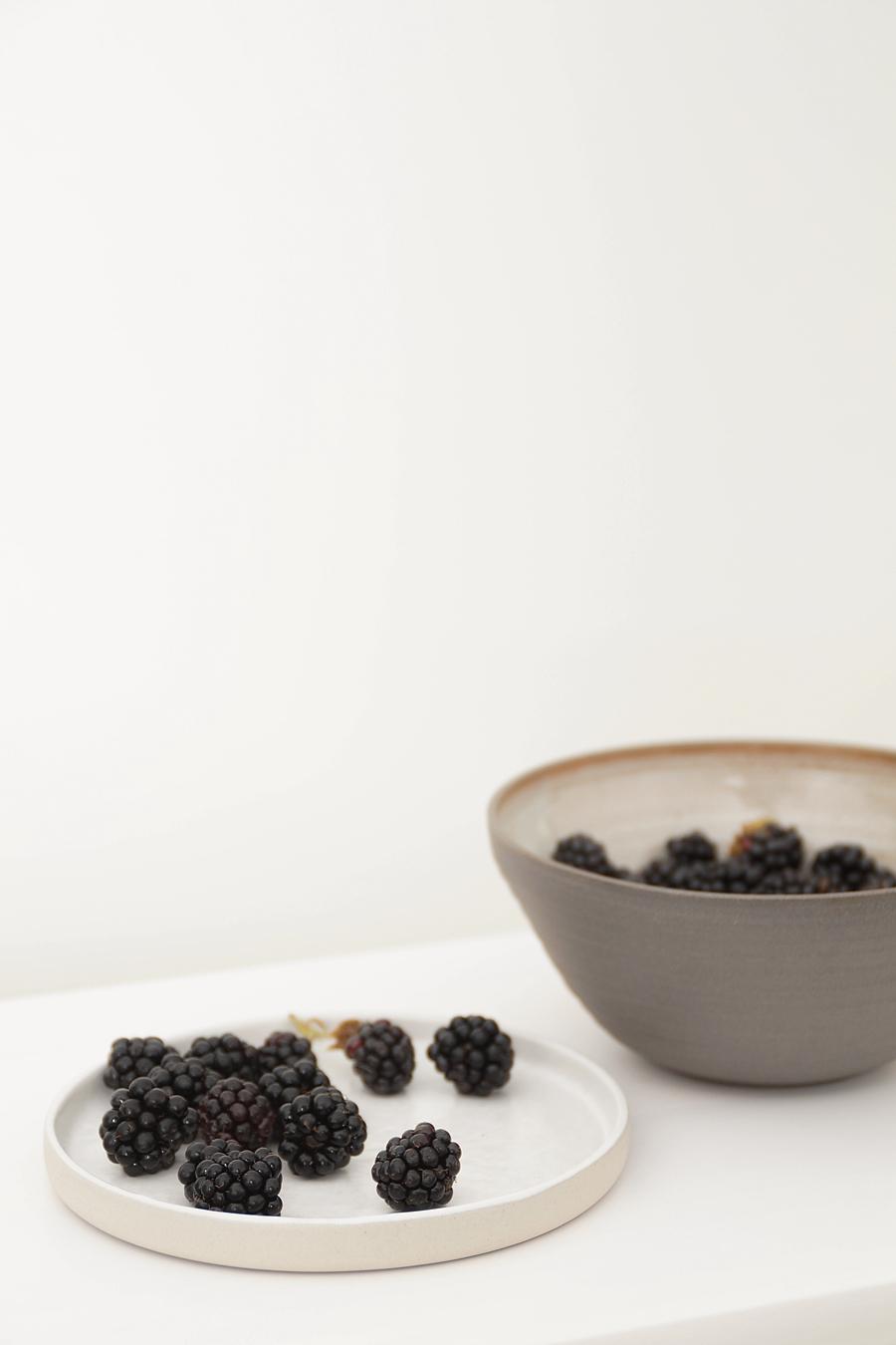 Minimalistisches Keramik-Geschirr | Handgemachte Keramik angucken und kaufen: Keramiktage in Oldenburg. Tasteboykott.